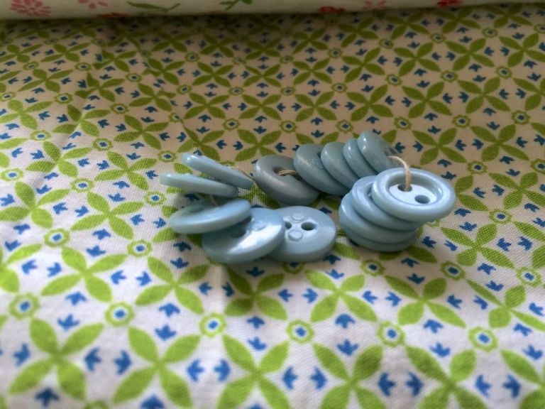 blue-buttons-patterned-background